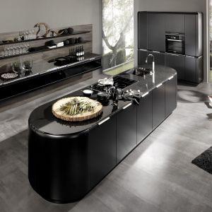 Czarne fronty w kuchni - to jest hit! Fot. Rational
