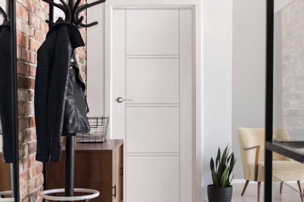 Drzwi mogą być nie tylko funkcjonalnym elementem wnętrza, ale również jego ozdobą. W tej roli świetnie sprawdzają się skrzydła lakierowane, które wzbogacają wystrój swoim dyskretnym wdziękiem i eleganckim wykończeniem. Na jakie się zdecydo
