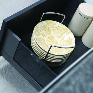 Szuflada Slim Box z bokiem szklanym wkład na talerze. fot. Rejs
