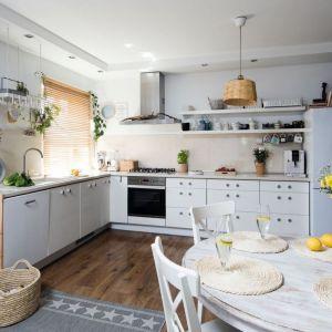 Pomysł na urządzenie białej kuchni. Projekt: Justyna Majewska, Biały Domek Home Decor. Fot. Bartosz Jarosz