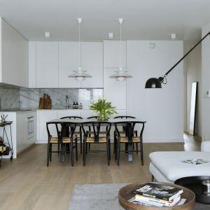 Pomysł na urządzenie białej kuchni. Projekt i zdjęcia: Madama