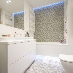 Dobre pomysły na wykończenie ścian w łazience. Projekt: Katarzyna Czechowicz, pracownia design me too. Fot. Katarzyna Czechowicz