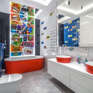 Dobre pomysły na wykończenie ścian w łazience. Projekt: Agnieszka Hajdas-Obajtek. Fot. Wojciech Kic