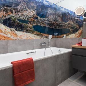 Dobre pomysły na wykończenie ścian w łazience. Projekt: Anna Krzak. Fot. Przemek Kuciński