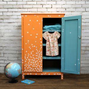 Annie Sloan: projekt Beau Ford_zewnętrze w Chalk Paint w odcieniu Barcelona Orange, wnętrze w Provence, kółka w Old White.