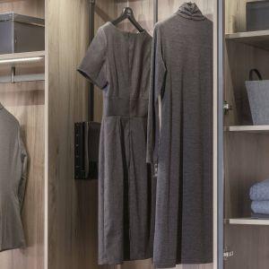 Top 5 akcesoriów do szaf, które sprawdzą się w każdej garderobie. Fot. Komandor
