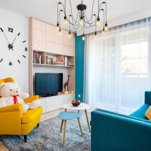 Mieszkanie dla rodziny 2+1 - salon. Zdjęcie PO. Autorka projektu: Krystyna Dziewanowska, pracownia Red Cube Design. Zdjęcia: Mateusz Torbus 7TH IDEA