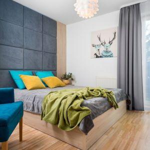 Mieszkanie dla rodziny 2+1 - sypialnia. Zdjęcie PO. Autorka projektu: Krystyna Dziewanowska, pracownia Red Cube Design. Zdjęcia:  Mateusz Torbus 7TH IDEA