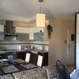 Mieszkanie dla rodziny 2+1 - salon z aneksem kuchennym. Zdjęcie PRZED