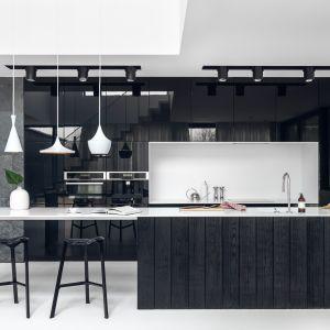 Wyspa w kuchni - najlepsze realizacje architektów. Projekt Studio Maka. Fot. Tom Kurek