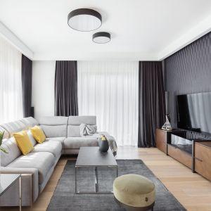 Salon w domu jednorodzinnym: 20 wnętrz, które pokochasz! Projekt Katarzyna Maciejewska. Fot. Dekorialove