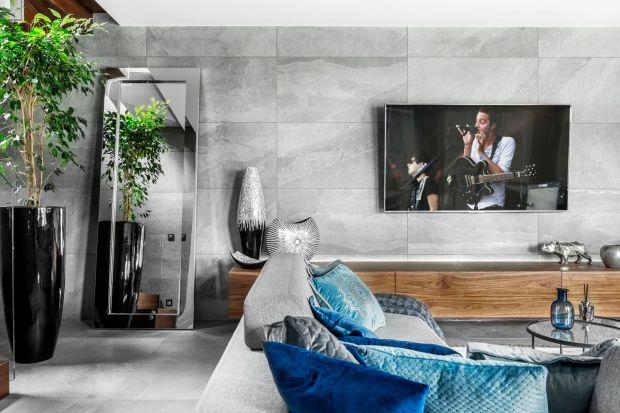 Jak zaaranżować ścianę z telewizorem? To jedno z zagadnień, które najbardziej interesują naszych czytelników. Przygotowaliśmy dla was kolejną porcję aranżacji wnętrz, w których możecie podpatrzyć ciekawe rozwiązania i pomysły.