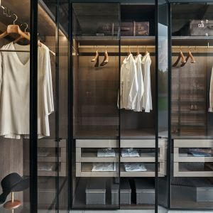 Ekspert radzi jak zadbać o porządek w szafie. Fot. Zajc