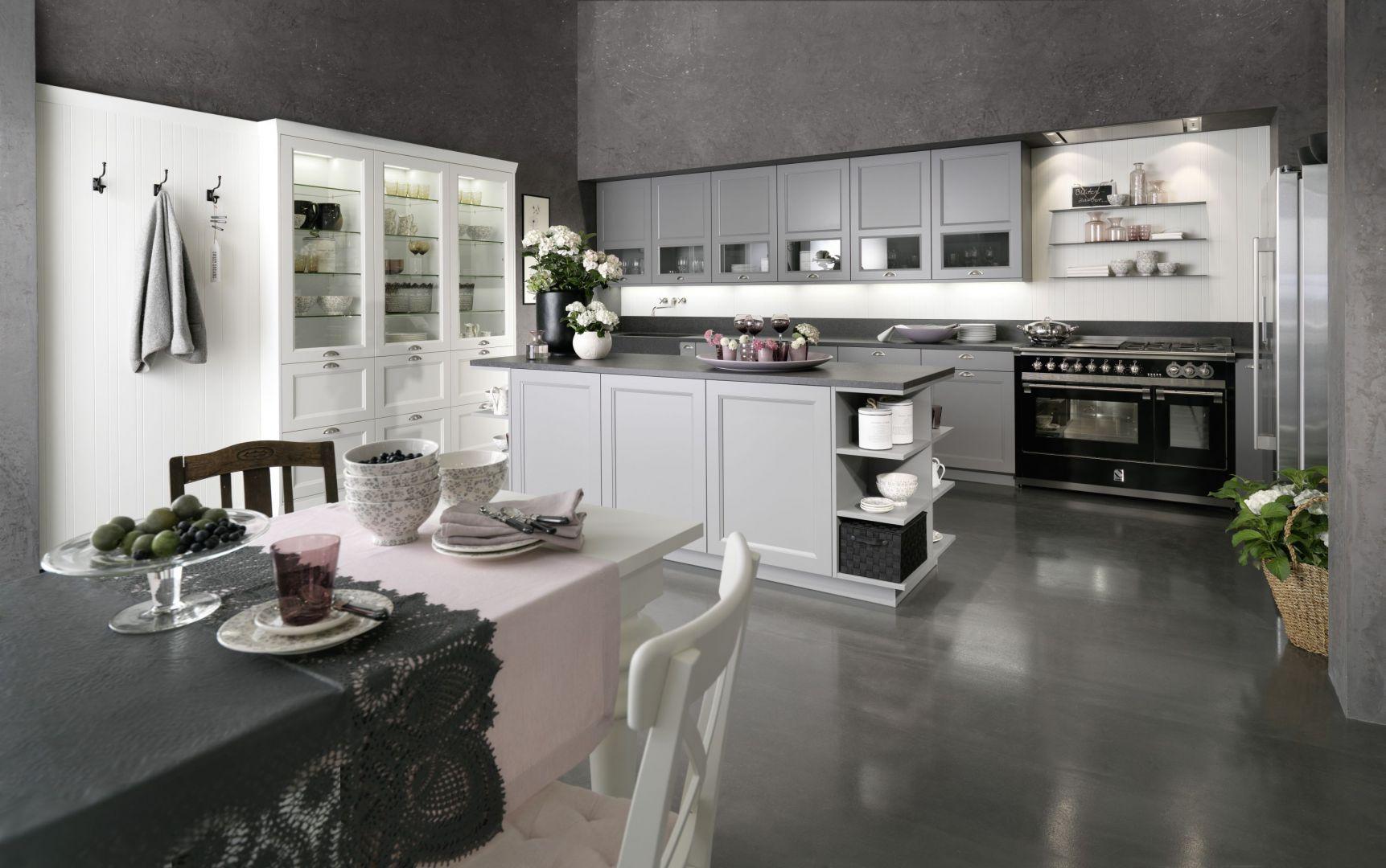 Klasyczna kuchnia w jasnych kolorach: 20 fajnych pomysłów na urządzenie. Fot. Rational
