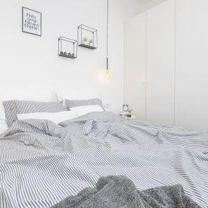 Sypialnia urządzona w nowoczesnym stylu. Projekt i zdjęcia: Katarzyna Kiełek, Agnieszka Komorowska-Różycka
