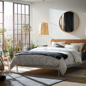 Meble do sypialni z kolekcji Delaktig dostępne w ofercie firmy IKEA. Fot. IKEA
