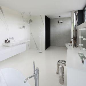 Nowoczesna łazienka. Projekt: Hanna i Seweryn Nogalscy, Beton House. Fot. Bartosz Jarosz
