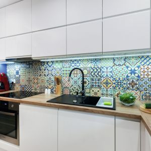 Płytki ceramiczne znowu modne! Zobacz 20 pomysłów na ściany w kuchni. Projekt Justyna Mojżyk. Fot. Monika Filipiuk-Obałek