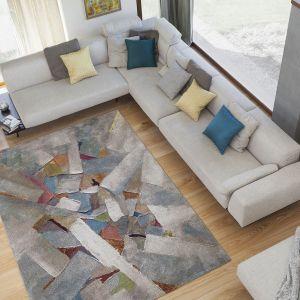 Kubik Vetro wykonany został z włókien polipropylenowych heat set frise - ten rodzaj materiału zapewnia sprężystość oraz miękkość dywanu. Marka: Komfort. Fot. Komfort