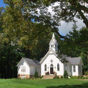 Ten opuszczony kościół z końca XIX wieku przebudowano na dom. Projekt: Stacia Smith, Homewood Interiors. Żródło: https://homewoodinteriors.com/