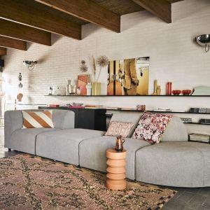 Modułowa sofa Jax marki HK Living. Możliwość zestawiania z kilku różnych elementów. Materiał: 100% PES, kolor jaskoszary. Fot. HKLiving/Dutchhouse.pl