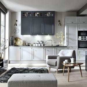 Biała zabudowa kuchenna - 12 pomysłów na urządzenie. Fot. BRW