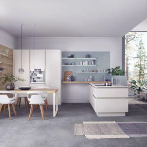 Biała zabudowa kuchenna - 12 pomysłów na urządzenie. Fot. Leicht