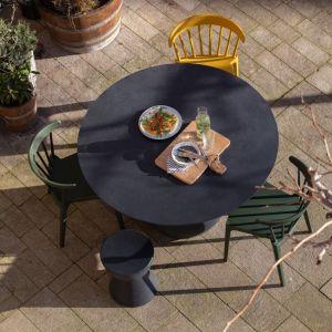 Jak odnowić drewniane meble ogrodowe? Fot. Woood