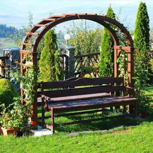 Jak odnowić drewniane meble ogrodowe? Fot. Vidaron 123rf