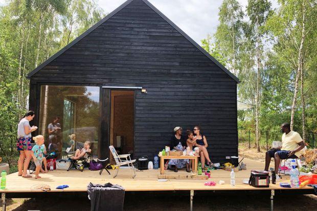 Magdalena Górska z wrocławskiej pracowni eKodama projektuje i buduje ekologiczne, tanie, modułowe domy, które postawić można na każdej działce. Zobaczcie, jak powstają!