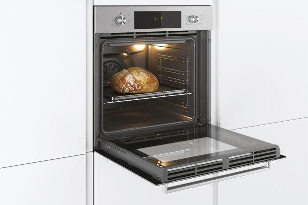 Piekarniki do zabudowy z roku na rok zdobywają coraz więcej zwolenników. Wyróżniają się designem, szeroką gamą kolorystyczną, a także świetnie wpisują się w styl nowoczesnych kuchni. Dzięki zastosowaniu wielu praktycznych funkcji przyrządz
