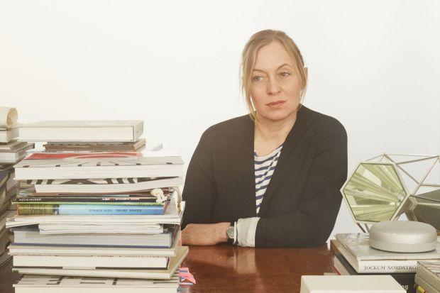 Cecilie Manz to czołowa duńska projektanta wzornictwa. Jej prace to prawdziwy hołd złożony umiarkowaniu, funkcjonalności i tradycji.