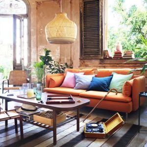 Sofa 3-osobowa SÖDERHAMN to nowość od IKEA. Pozwala głęboko i miękko zapaść się w siedzisko, a poduszki z tyłu zapewniają dodatkowe oparcie. Fot. IKEA