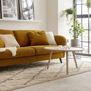 Sofa Polly marki Sits to nowość tego producenta. Na zdjęciu w kolorze musztardowym. Fot. Sits