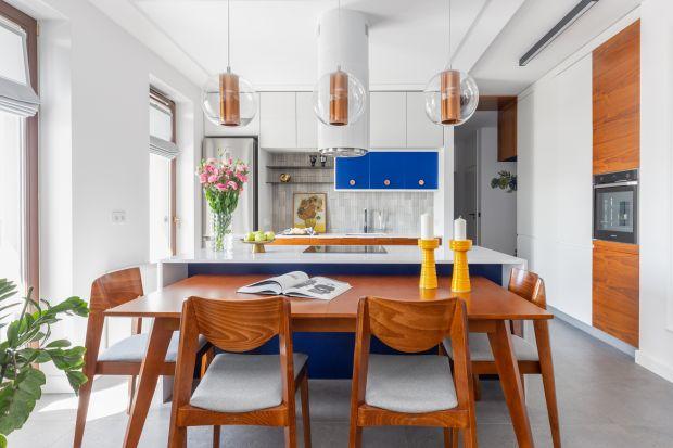 Classic Blue jest kolorem wybranym przez Instytut Pantone jako barwa przewodnia w 2020 roku. Ciemnoniebieska tonacja o ponadczasowych charakterze i eleganckim wyglądzie doskonale sprawdza się także w kuchennych aranżacjach.