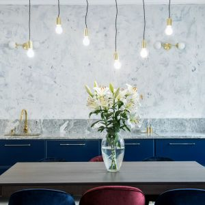 Trendy 2020: kuchnia w kolorze roku Classic blue. Projekt Dekorian Home x Deer Design fot. Marta Wołosz-Molenda