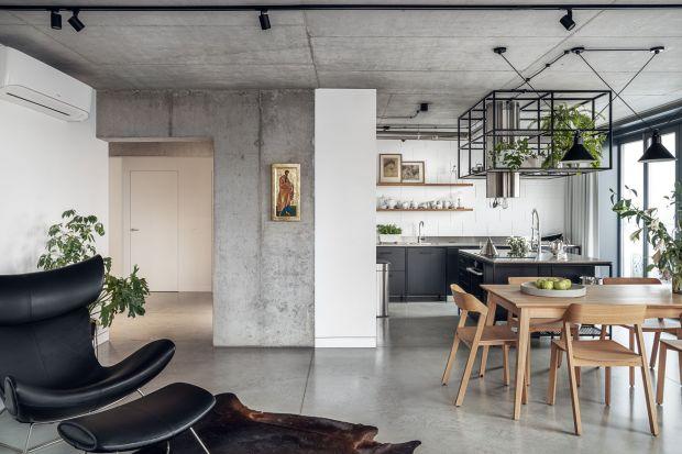 Penthouse zaprojektowany przez Karola Cieplińskiego z pracowni Blackhaus znajduje się na krakowskim Kazimierzu. Klient - miłośnik surowych klimatów -otrzymał wnętrze, w którym wyjątkowo ciekawie wyeksponowano urodę betonu.A projektanta nagro