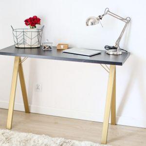 Lekkie biurko Vee Slim marki Minko. Możliwość dowolnej konfiguracji (kolor, kolory dodatków, dodatkowe elementy np. nadstawka), od 799 zł, Minko.