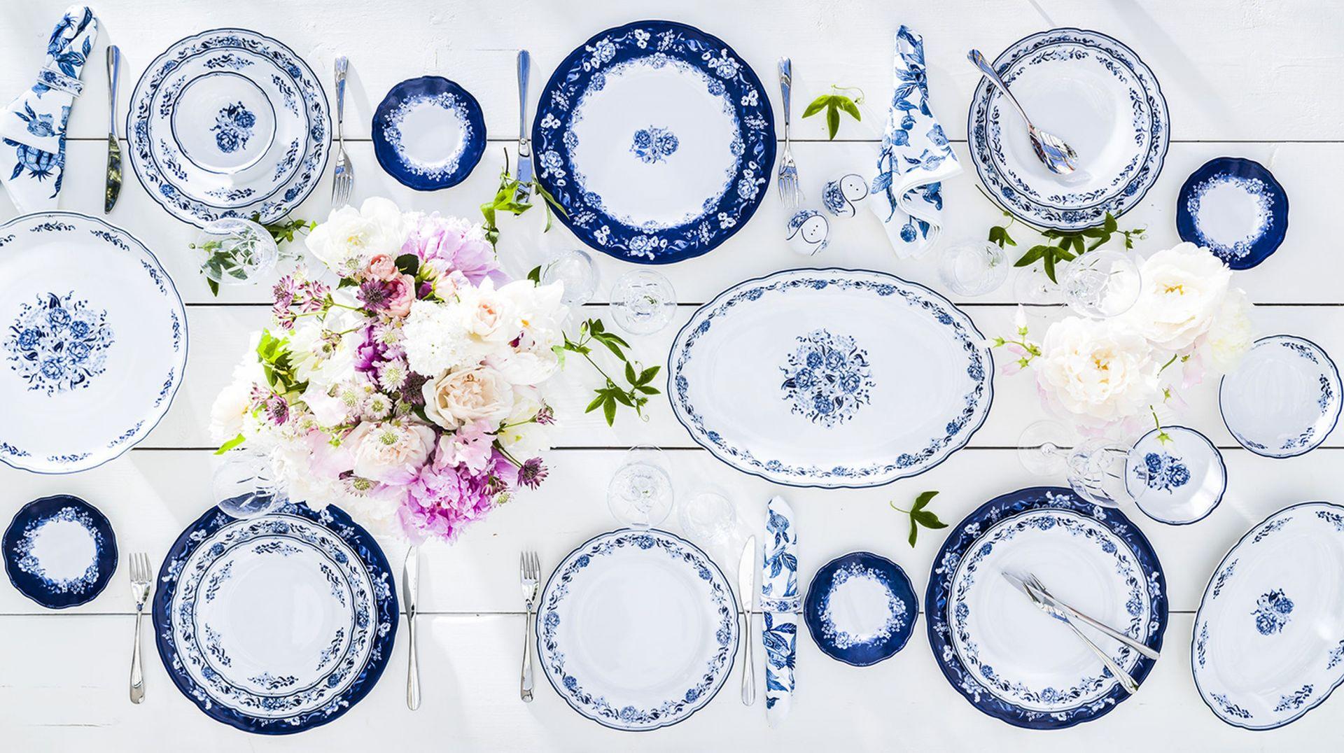 Porcelana w kolorach lata - 20 pomysłów na aranżację stołu. Fot. Fyrklovern