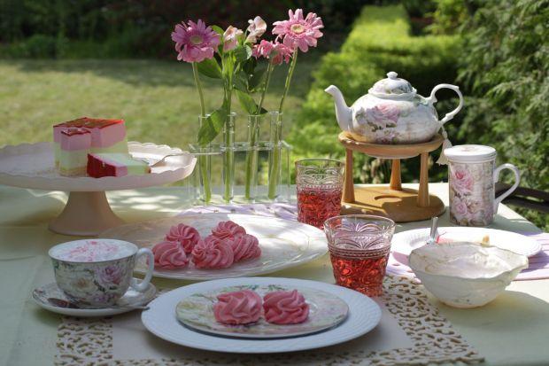 Lato warto celebrować cały rok. Piękna porcelana w żywych kolorach i kwiatowych wzorach pozwoli cieszyć się jego urokami każdego dnia.