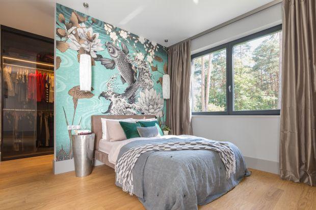 Tapeta za wezgłowiem łóżka to niedrogi, a przy tym ciekawy pomysł na wyeksponowanie ściany. Zobaczcie jak może prezentować się w Waszej sypialni.