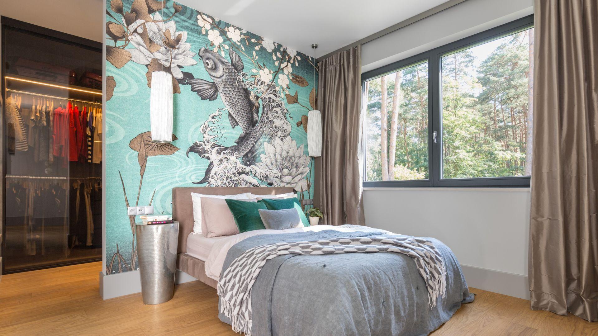 Ściana w sypialni: 10 pomysłów na tapetę za łóżkiem. Projekt Małgorzata Denst. Fot. Pion Poziom