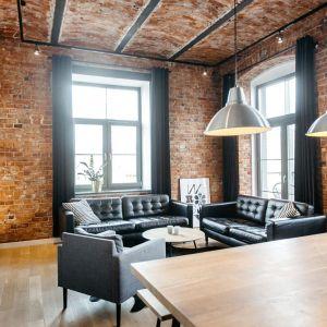 W apartamentach Nowa Papiernia cegła jest wyeksponowanym elementem dekoracyjnym. Fot. mat. prasowe RED Development/Nowa Papiernia