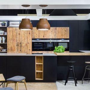Czarne fronty w kuchni. Fot. Vigo Meble