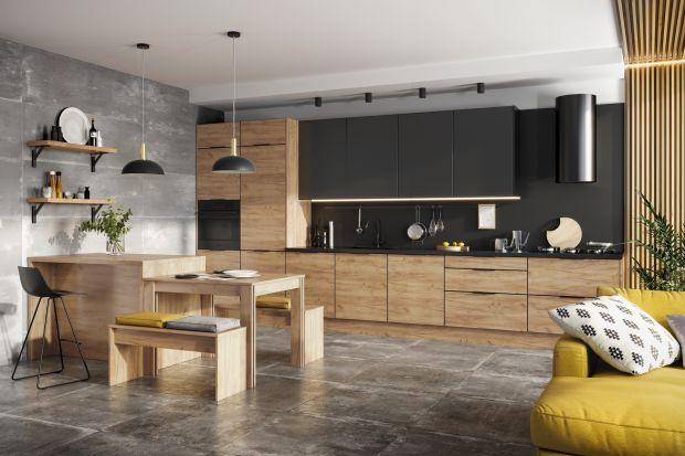 Modna zabudowa meblowa łączy kolor z drewnem i finezją uchwytów. Mimo, iż wciąż lubimy prostotę, kuchenne meble nabrały bardziej ozdobnego charakteru - duża zasługa w tym frontów w ciemnych wybarwieniachzfrezowaną powierzchnią.