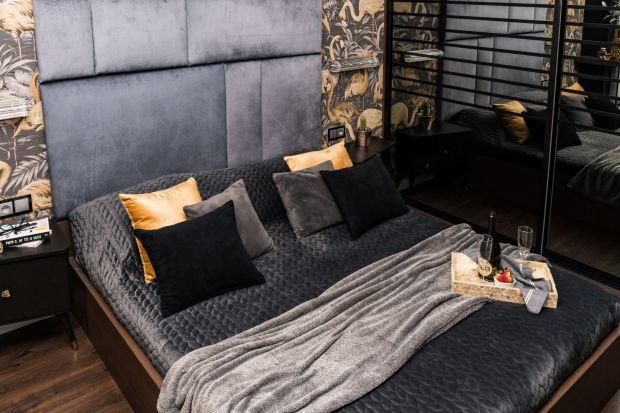 Ciemna ściana za łóżkiem - zobaczcie jak pięknie i niezwykle ciekawie może wyglądać w sypialni.