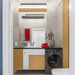 Pralka w łazience:  świetne sposoby na urządzenie. Projekt Joanna Rej. Fot. Pion Poziom