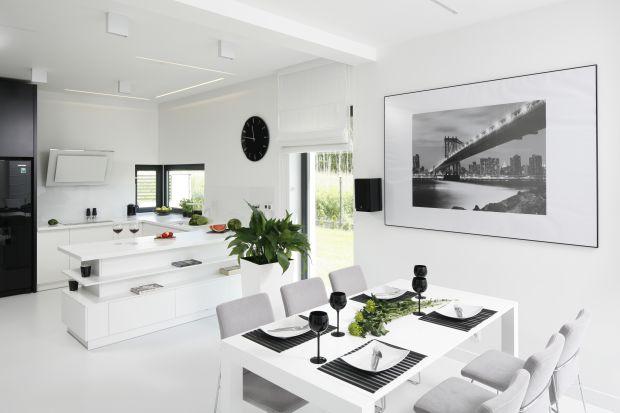 Biały kolor w aranżacji wnętrz jest ponadczasowy. Odnajdzie się praktycznie w każdym stylu i w każdym pomieszczeniu. Chyba żaden inny kolor nie ma aż tylu zalet - powiększa, rozjaśnia, uwydatnia i rozświetla.