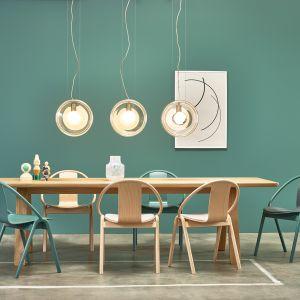 Krzesła z kolekcji Grand Slam, stół z kolekcji Stelvio dostępne w ofercie firmy TON. Fot. TON