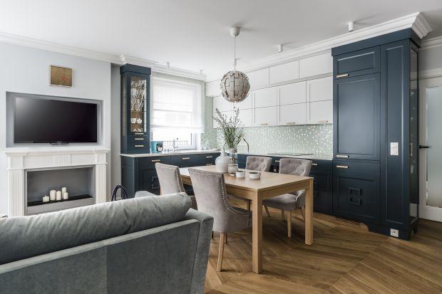 Apartament na gdyńskim osiedlu Bernadowo Park zaprojektowany został dla dwuosobowej rodziny z czworonogiem. Z założenia miało być tu przytulnie, elegancko, a przede wszystkim… miętowo.